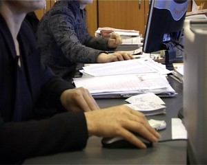 bugetari-care-lucreaza-la-calculator-cadru-fain