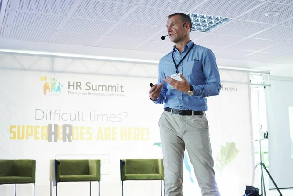 Keith Robson, Chief Officer Rolls Royce, in timpul prezentarii de la HR Summit Timisoara